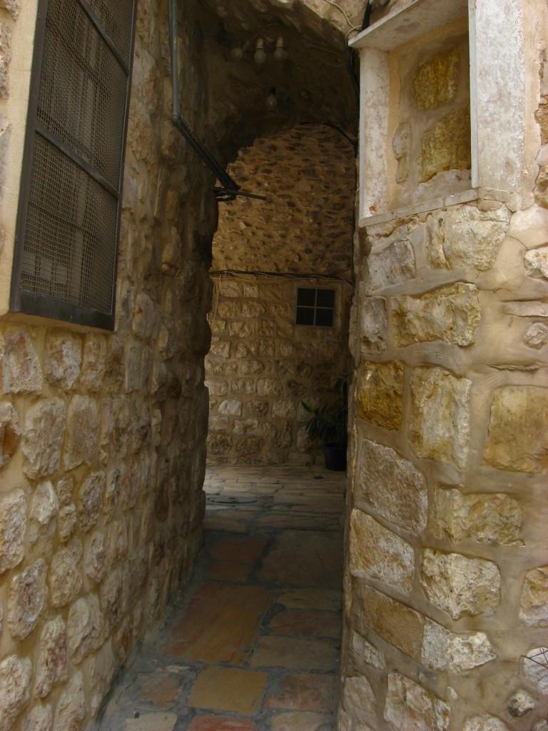 Дворы, ведущие к греческой церквушке